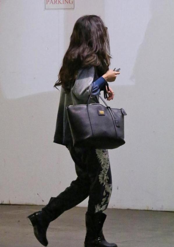 Selena Gomez se rendant dans un bureau à West Hollywood en Californie. :)