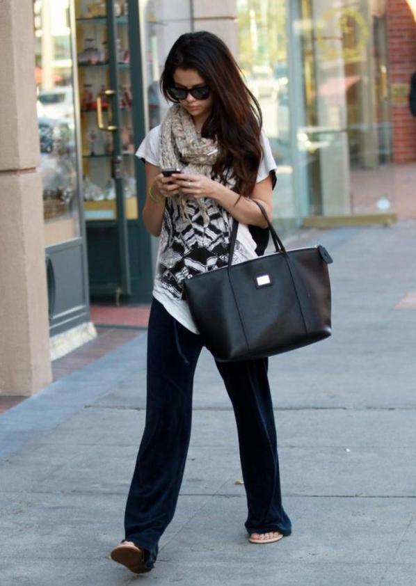 Selena Gomez pour son rendez-vous chez le docteur a L.A.
