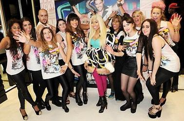 Nicki Minaj au MAC Cosmetics de Selfridges