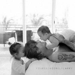 """Daddy, Harmonie and Tristan. Happy morning"" (rp with Lou')"