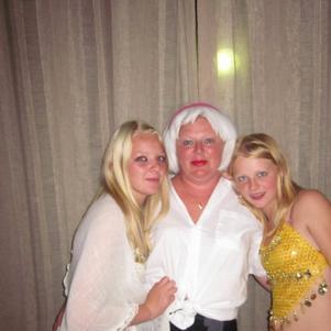 Nous Ma Mere on milieu axelle a blanc et moi en jaune ;)