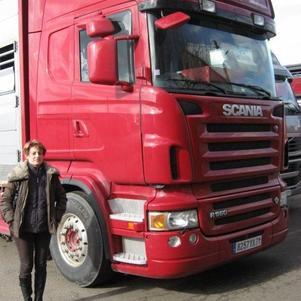 Voila Un Camion De Chez Breton Neuf Et La Femme Du Chauffeur
