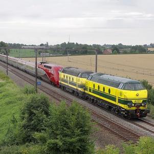 Un DieselPower d'Infrabel tracte un Thalys en panne