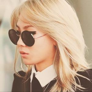 CL with sun-glasses