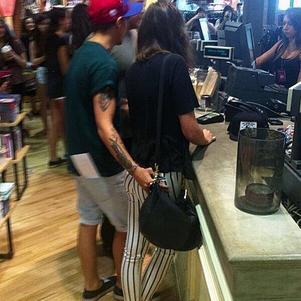 La mains bien placé de Louis ;)
