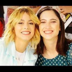 Violetta en blonde et franscesca