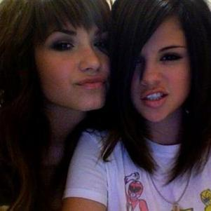 Selena et Demi Lovato , sa meilleure amie .