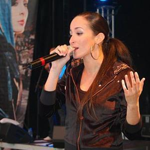 kenza en concert