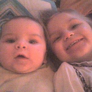 Ma nièce Maelys et mon neveu Enzo
