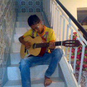 pihiX and his gitar