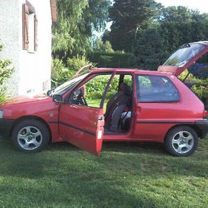 cètè mma voiture 106 cate rouge  dètuit caausse accident