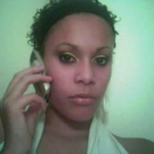 La miss-madame au phone