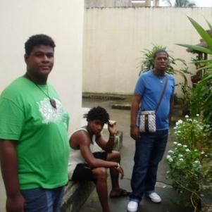 mes 2 petits frères  (BRAYAN.KEN) a      la MAISON