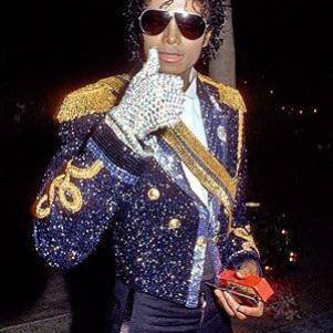 MJ RESTERA POUR TOUJOUR GRAVER DANS NO MEMOIRE KISS LOVE MJ
