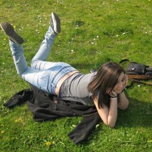 moi dans l'herbe, superbe aprem avec mon ange <3 I love U !