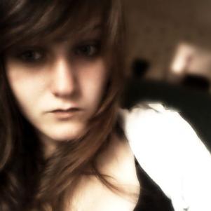 Voila moi c'est laura , j'ai 15 , je suis une fille sympas