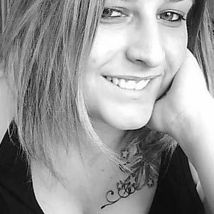 Photo récente avec mon new tatouage =)