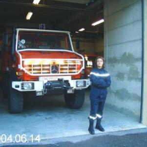 moi en pompier pendan mon stage ^^