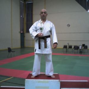 je pratique le karaté shukokai.