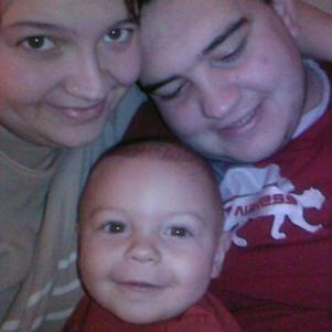 voici ma petite famille. moi,emerik et mon mari