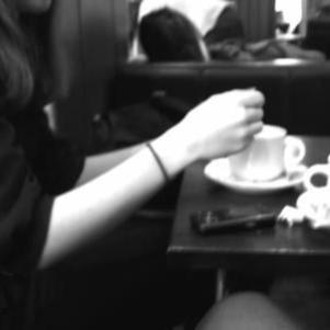 AU CAFé PARiiSiiEN . . .SOUVNiiR