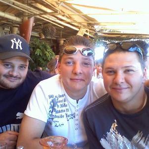 me voila en compagnie de mes deux freres marco moi et michel
