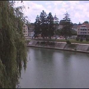 La rivière Marne près du skate parc.
