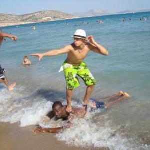 Leelou il surfe comme il peut
