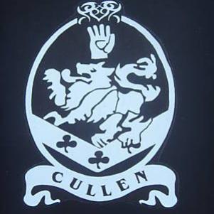 Lion, main, trèfle, chevron... le blason des Cullen!