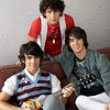 the-jonas-brothers-39