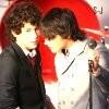 Singing-Jonas