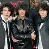 Jonas-Brothers-6-minutes