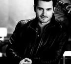 Je sais qu'il n'est pas Damon mais il est trop bg aussi