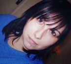 Sans maquillage autre qu'un trait noir sous les yeux ;)