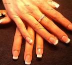 """pose complète gel french avec les produits """" all season nails """" , plus 4 strass sur l' anulaire et 2"""