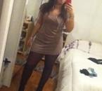 Je regarde mon reflet pour pouvoir m'admirer :)