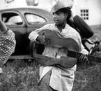Petite fille et guitare