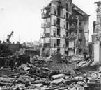Résultat de l'impacts d'une bombe volante V1 sur Londres