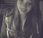 Avec le sourire.