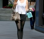 Je vous laisse admirer les jolies jambes de Sofia Vergara, g