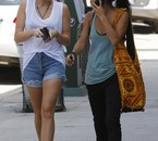 Miley Cyrus a fait du shopping avec une amie à Studio City,