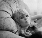 Duffy : une blonde d'enfer sur l'oreiller vous invite à l'amour, pas de ronflement !