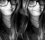 Je souris, je souris pas, je souris, oui je souris.