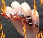 Main de Samira Halloween avec du bling flamme