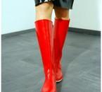 Des bottes rouges comme un désir brûlant et fiévreux !
