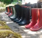 Armée de bottes en caoutchouc prêtes à trouver leurs pieds !