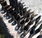 Noir c'est noir il y a l'espoir en bottes caoutchouc