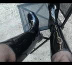 du noir, du miroir, des bottes en caoutchouc !