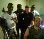 Matrac BG Marcus au studio d'enregistrement avec le personnel