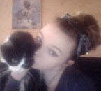 Mon chat Dinah (clin d'oeil à Carroll Lewis) et moi. ^^